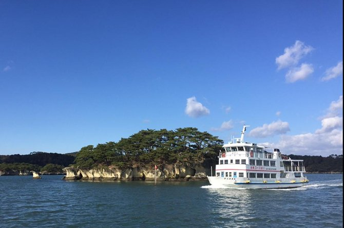 【OUTLINE】<br>Go on a cruise around Matsushima, one of the three most scenic spots in Japan, and look at the island related to Matsuo Basho (a Japanese haiku poet) and Date Masamune (a legendary warrior) up close. Before or after the cruise, you can broil a Sendai's specialty, Sasa Kamaboko, by yourself and taste it.Also you can enjoy grilled oysters, a specialty of Matsushima.<br><br>【HIGHLIGHTS】<br>Matsushima, one of the three most scenic spots in Japan<br>The only sightseeing course to look at the islands up close in the bay that are related to a famous haiku poet, Matsuo Basho, and Date Masamune, the first lord of Sendai Domain <br>Broil and eat piping hot Sasa Kamaboko, a specialty of Sendai<br>Enjoy oysters fresh from Matsushima<br>Choose 1 from 3 sightseeing courses <br>【A】Masamune Course:Matsushima→Matsushima, 【B】Basho Course:Matsushima→Shiogama, 【C】 Basho Course:Shiogama→Matsushima<br>