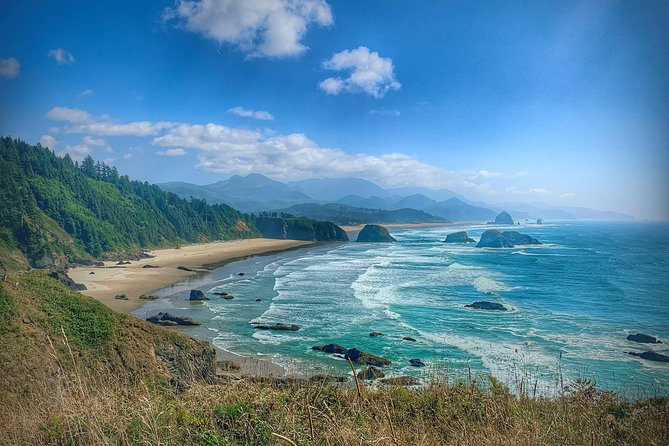 Explore the stunning beaches and beautiful towns along Oregon's northern coast on this full-day trip fromEugene. Visit the charming towns ofYachats andFlorence,browse antique shops and art galleries, and stop several beaches to maximize your time at the Oregon Coast!A visit to the Central Oregon Coast is one of the most scenic and dramatic stretches of coastal highway 101. Blessed with sandy beaches, massive headlands, picturesque lighthouses and charming coastal villages, you will experience it all with numerous stops to take it all in!