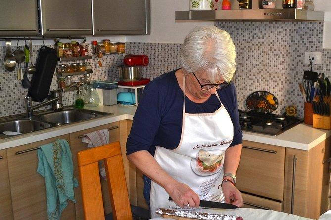 Private Market Tour and Cooking Class in Bologna with a Local in Her Home, Bolonia, ITALIA
