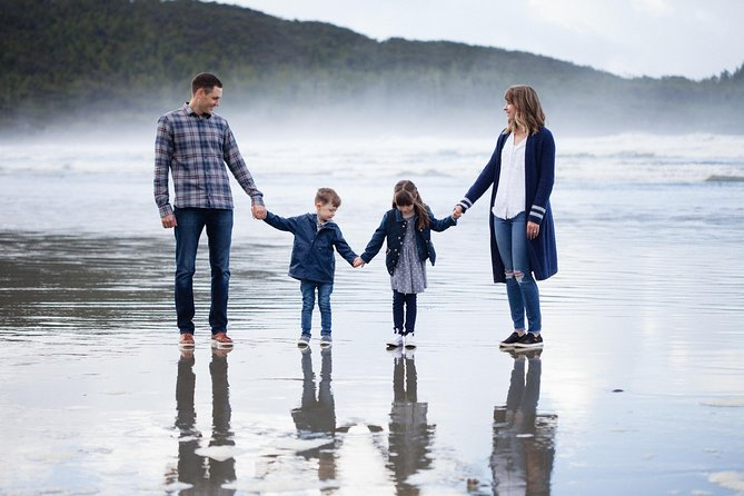 30 Minute Vacation Photography Session with Local Photographer in Tofino, Isla de Vancouver, CANADA