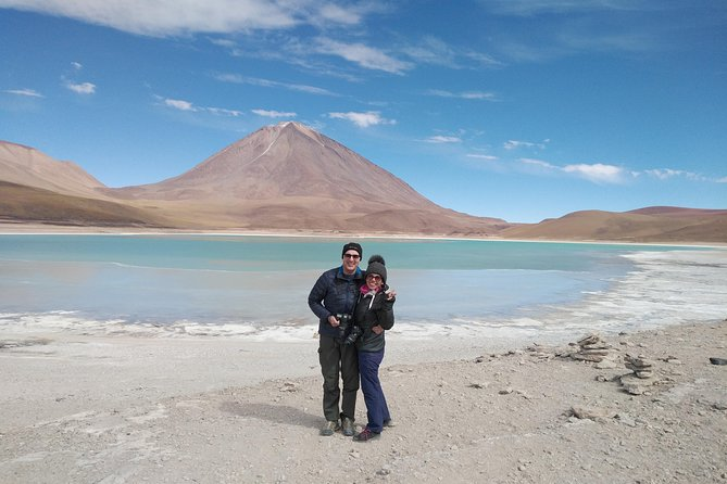 We conducted a tour to visit the Uyuni salt flat, colored lagoons, volcanoes, desert, landscapes, flora and Andean wildlife, nature at its best in comfortable 4x4 car  and equipped professional driver and English guide.