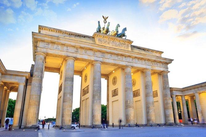 Warnemünde Shore Excursion: Private Highlights Tour of Berlin with Minivan, Rostock, Alemanha