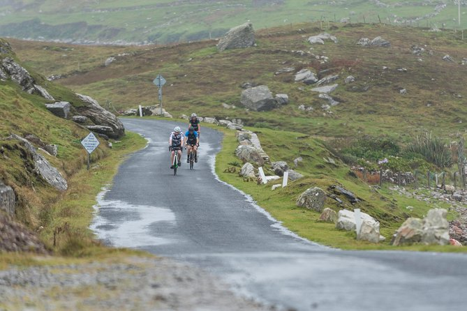 Escape the bustle of urban life on the 42km Great Western Greenway, the longest off-road walking and cycling trail in Ireland. The World Class Great Western Greenway is a traffic free cycling and walking trail which follows the route of the renowned Westport to Achill railway which closed in 1937.The Greenway traverses Ireland's Atlantic coast between Westport town and Achill Island and visits the picturesque villages of Newport and Mulranny. It passes by some of the West of Ireland's most dramatic mountains and offers magnificent views of Clew Bay and its many islands.<br>This package includes a local qualified cycling guide as well as a delicious gourmet packed picnic lunch to enjoy per person. Bikes available: Hybrid, electric, children and Canadian buggy. Pax: min 6, max 20. Available every day of the year
