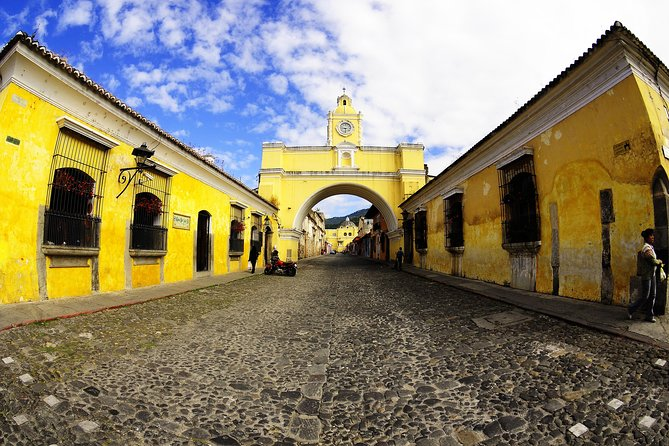 This tour operates every day except Thursday and Sunday, it lasts approximately 7 hours and includes lunch, ideal to know the colonial city and make souvenir shopping.