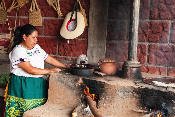 Live a day full of Michoacan tradition as its legendary fishing and cuisine. Unique tour in Michoacan State.