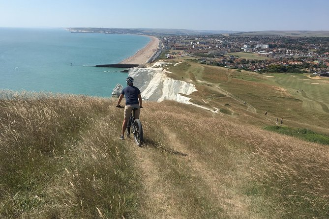 We will be riding alongside the coastline to Brighton Marina - one of Europe's largest floating Marinas which joins the undercliff path to village of Rottingdean. Short break stop here at the Rottingdean White Horse Pub overlooking the sea, then Telscombe Cliffs along the clifftop track with scenic sea views all the way. Looking right across to the English Channel we continue to Newhaven Fort and descend to Newhaven & Seaford beach. Train home.