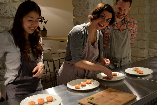 Aula de culinária à noite em Paris incluindo almoço de 4 pratos, vinho e visita opcional ao mercado, Paris, França