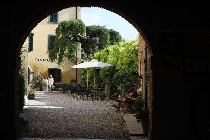Tasting of Custoza, Chiaretto and Rosè wines in Lazise, Lago de Garda, Itália