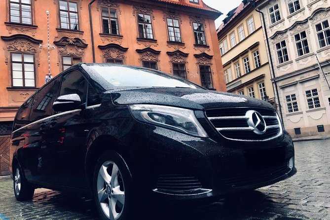 Private Transfer From Hallstatt to Prague With Stop in Cesky Krumlov 1-8 people, Hallstatt, AUSTRIA