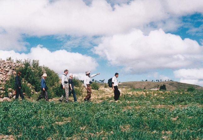 """Núcleo indígena """"Jatun Yampara"""", ubicada a 23 Kms de Sucre, proyecto de rescate de los valores culturales de la cultura """"Yampara"""" una de las culturas más antiguas del continente, donde se puede apreciar las viviendas típicas, vestimentas y costumbres de los indígenas Visita del taller de textiles, pequeños museos de sitio, santuario nativo. Existe la posibilidad de adquirir textiles y artesanías directamente de los artesanos.<br>Se podrá realizar observación de aves, con la posibilidad de ver cóndores.<br>Se puede pernoctar en el eco-albergue nativo.<br>"""