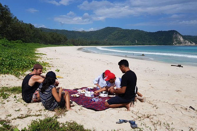 Experience the best of Sumba!<br><br>We will guide you to favorite places. Relax around the beauty of Weekuri Lagoon, pampering yourself on the beach of Bwanna, and be amazed by the view of Tanjung Mareha, will be an unforgettable experience.<br>