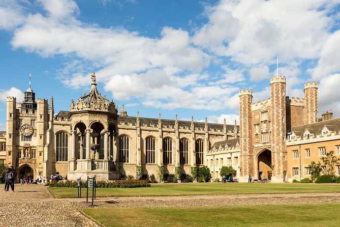 Explore Cambridge's historic centre, including the heart of the University of Cambridge as well as some hidden gems. I mix my experience as a local with stories of my time as a student at the University of Cambridge to bring you the real flavour of this famous city.