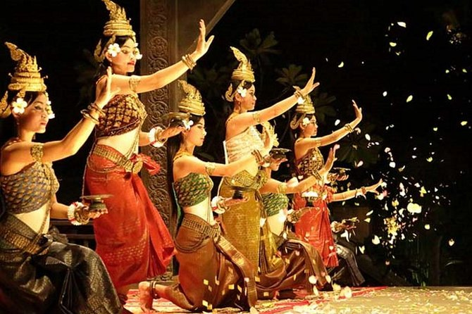 Local dancers will perform the magnificent Apsara dance while you are enjoying a dinner buffet. This stunning traditional dance is world-famous and you can see it here in Siem Reap.<br><br>After that you can enjoy a night at Pubstreet area, night market, massage, eat food, or other thing that look interesting.