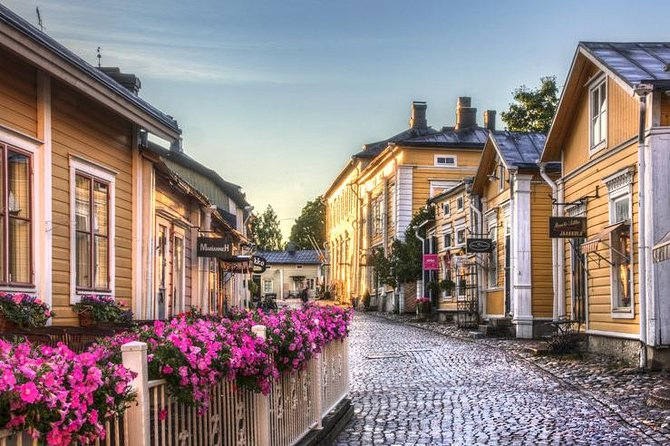This tour is suitable for people interested in the history of Finland. In this tour we made a sightseeing tour of Helsinki and a trip to the ancient city of Porvoo. <br>You will see a lot of beautiful things and learn a lot of interesting things about Finland!