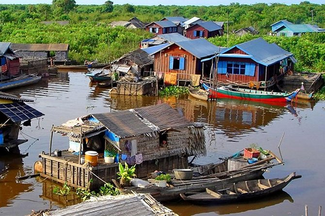 Cruise Tonle Sap Lake to Kompong Phluk on a half-day tour from Siem Reap, and explore the largest freshwater lake in Southeast Asia. You'll see communities that thrive at the edge of the water, pass floating schools and markets, and visit a local home to get a glimpse of daily life and culture. This half-day Kompong Phluk tour includes all activities, as well as pickup and drop-off at Siem Reap hotels, and both morning and afternoon departures are available.