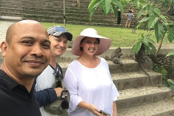 .Comfortable ground transport services, <br> with English-speaking driver. <br>.Ground transport services for your day <br> trip to see popular places in Bali. <br>.We offer a professional and <br> personalized services for your <br> memorable Bali vacation.<br>.Provide English speaking driver with a <br> great local knowledge and always <br> putting your safety as the first concern.