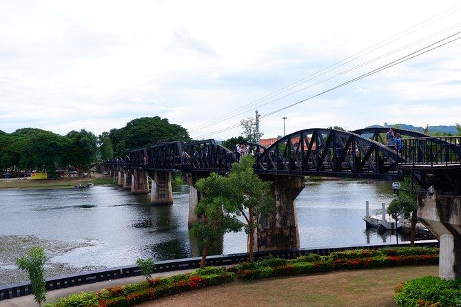 Private : Kanchanaburi Bridge Over River Kwai & Erawan Waterfall Day Tour, Kanchanaburi, TAILANDIA
