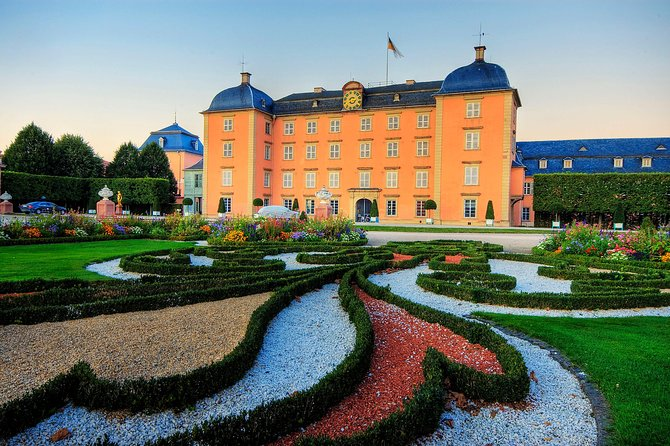 - Exclusive private tour of the Garden from a professional guide.<br>- Transport to and from the Garden<br>- Get the very most out of your day in beautiful Schwetzingen.