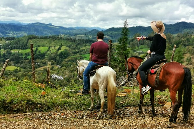 Recorrido por la piedra de Guatape y equitación: recorrido de día completo todo en uno con aventura y diversión, Medellin, COLOMBIA
