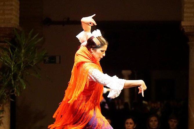 Noche de tapas y flamenco en el casco antiguo de Sevilla, Sevilla, ESPAÑA