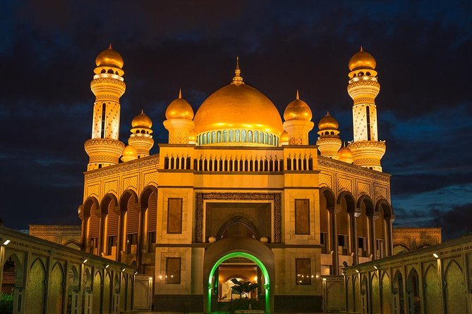 After dinner at a local restaurant, we will do a panoramic drive through Bandar Seri Begawan via RIPAS Bridge while enjoying the night view of Water Village, stop by at the Sultan Omar Ali Saifuddien Mosque for photo sessions, drive pass the Istana Nurul Iman (Sultan's Palace) where the Sultan resides, and marvel at the grandeur of the Jame' Asr Hassanil Bolkiah Mosque. <br><br>The final stop is the Gadong night market where you can taste some local delicacies at your own expense and view the various types of vegetables, fruits and clothes on sale.<br><br>