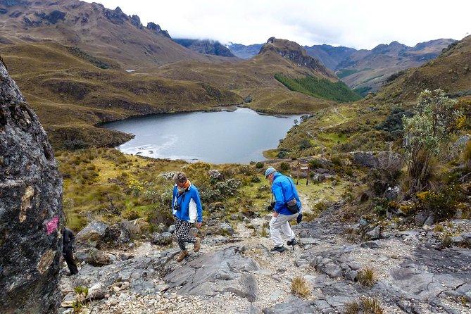 Senderismo en Parque Nacional de Cajas y aguas termales, Cuenca, ECUADOR