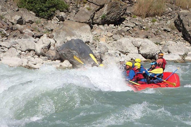 Upper seti rafting is a hidden gem. Flowing from mount fishtail is an excellent white water adventure almost continuous run of class 3 and 4 rapids. This half day trip is perfect for anyone wanting some instant whitewater action with the view of Annapurna mountains.