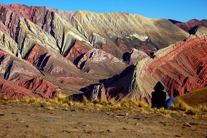 Undoubtedly one of the most beautiful natural wonders in the world can be seen in one day on the excursion to Hornocal. The hill of the 14 colors, the entire Humahuaca gorge, visiting the Pucara de Tilcara and the 7-color hill in Purmamarca.