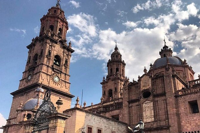 Discover the best of Morelia! Gaze at one of the most beautiful spots on the Occidental Region of Mexico. Enjoy the cultural and iconic attractions of interest. Morelia is history, colors, and fun. It has so many great locations, each with its own fascinating tale. <br><br>You will see the most important Morelia's sights: Jardin de las Rosas, iconic Tarascas Fountain, Morelos Square, Aqueduct of Morelia and Cathedral.<br><br>Discover the local and authentic side of Morelia, a privileged city full of the authentic Mexican Culture.<br>