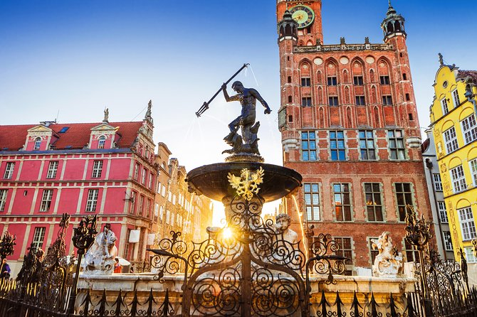 Take part in this great walking tour and see highlights of heart of Gdansk - Old Town and Main Town, discover hidden gems, visit excellent church with unique altar made entirely of amber and learn incredible stories about Gdansk now and in the past. You will get also some tips about our local food, alcohols and souvenirs.<br><br>As it is a shared tour we guarantee the best price for Sightseeing of Gdansk. At the same time the group will be maximum of 15 people and tour is led by licensed guide which will ensure high quality and will make you satisfied