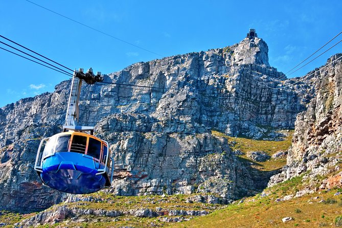 No visit to Cape Town is complete without discovering the Mother City's offerings, one of the most popular tours in South Africa. Situated between Table Mountain and the Atlantic ocean it is the most visited city in Africa.