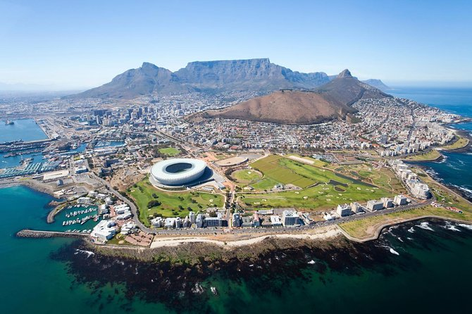 No visit to Cape Town is complete without discovering the Mother City's offerings, one of the most popular tours in South Africa. Situated between Table Mountain and the Atlantic ocean it is the most visited city in Africa.<br><br>