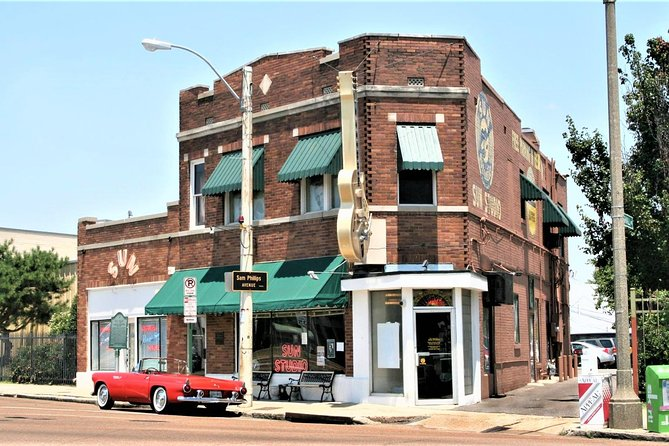 Take a guided tour of Sun Studios in Memphis - the birthplace of Rock N' Roll. All the big names recorded here, including Elvis, Jerry Lee Lewis, Johnny Cash and Carl Perkins. Re-live the beat, soul and attitude of the rock n' roll era and receive a voucher to use in the gift shop or cafe.