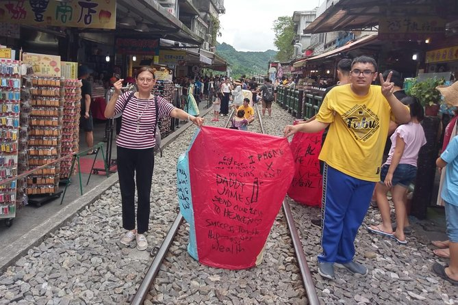 Private Tour: Yehliu, Jiufen & Shifen Day Tour (English Speaking Driver), Taipei, TAIWAN