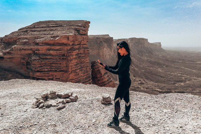 The Edge of the World is an exciting excursion from Riyadh.From the moment your tour starts, your guide will give you full attention. Once in the car, your guide will talk to you about all the things on the way as well as other aspects of your tour that will interest you.<br>