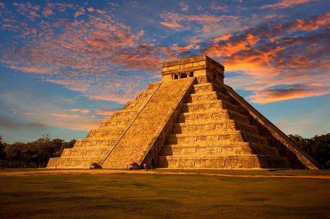 Explore las magníficas ruinas mayas de Chichén Itzá, nade en el Cenote Suytun y visite el Pueblo Mágico de Valladolid en esta excursión a Yucatán.
