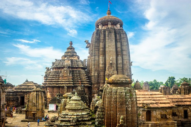 Odisha temple tour is combined with Mangrove Forest of Bhitarkanika Wildlife Sanctuary famous for Basking Giant Salt Water Crocodiles. Explore many Hindu temples like Rajarani, Lingaraj, Lord Jagannath Temple and Konark, The Sun Temple an UNESCO Wold Heritage Site built in the shape of a Chariot. The temple stands tall in midst of a beautiful scenic landscape and show cases the cultural heritage of the state. Buddhist structures like Dhaulgiri Temple and Udaygiri, Khandagiri, Ratnagiri, Lalitagiri caves are also part of this itinerary. While staying on the beach hotels in Puri you will do the excursion visit to Chilika Lake the paradise for migratory bird, the boat ride may provide the opportunity to sight dolphins.