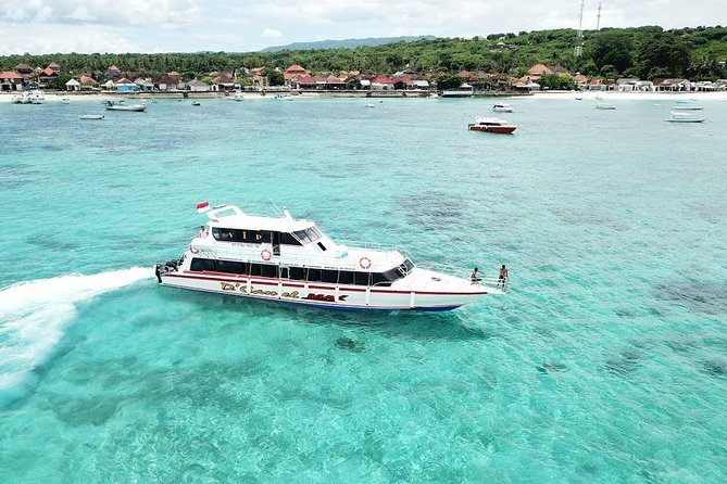 Hotel transfer in certain areas (Kuta, Seminyak, Legian, Nusa Dua, Jimbaran, Ubud Center, Denpasar and Sanur) are included. It covers pickup from the mentioned areas and drop off in Lembongan area, and the other way around. <br><br>Enjoy a fast boat ride for 30 to 45 minutes. Life vests are available on board. There are 3 boat schedules to and from Lembongan. It's 09.15 AM, 02.00 PM and 05.00 PM from Sanur to Lembongan. And 08.00 AM, 12.30 PM and 04.00 PM from Lembongan to Sanur.<br><br>The return tickets are open so can be used in a few days after arrival. Enjoy your holiday without worrying about the hotel transfer!