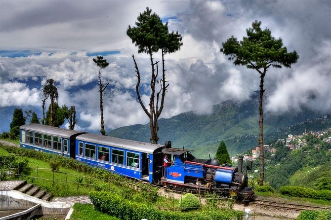 We provide you with a convenient and affordable transfer to the city of Gangtok. This will not be just a pick and drop service you can have stops on the way to enjoy nature and click images/ have food or as per your choice.