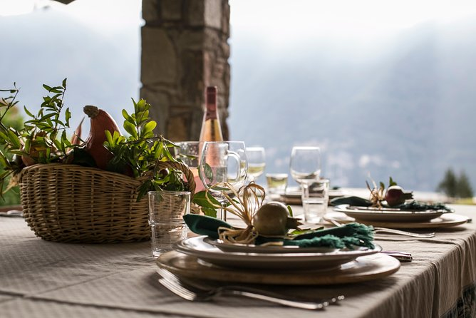 Small Group Market tour and Dining Experience at a Cesarina's home in Lake Garda, Brescia, Itália