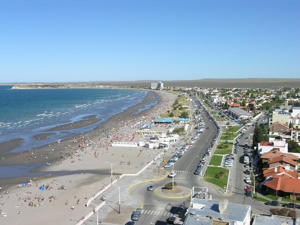 In this tour you will explore the historic old city of Puerto Madryn with its shopping center, springs, scenic spots and Punta Loma, a settlement of furry sea lions followed by Playa Punta Este and Paraná, where you can see a sunken ship in mid-water. In addition to having a significant historical legacy for Patagonia, the City of Puerto Madryn is a booming urban center with modern buildings.