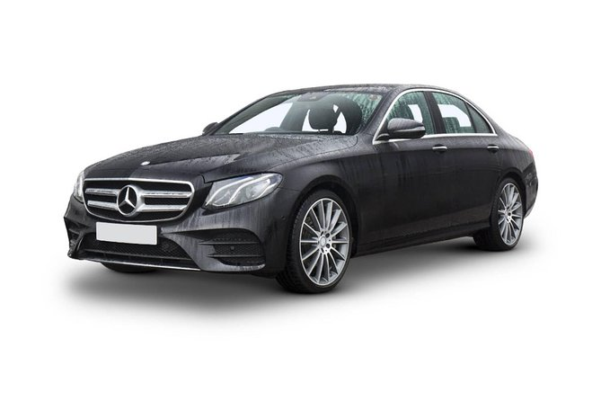 This is a private transfer by a professional chauffeur. We can tailor your tour to meet any special requests within the time period.<br><br>Our tour lasts for 6 hours and includes: transfer from Akaroa to Christchurch (90 minutes); transfer from Christchurch to Akaroa (90 minutes - depending time of day) and approximately a 3 hour tour of Christchurch including time for your lunch, morning or afternoon tea if required.<br><br>Your driver will arrange to meet you in Akaroa, transport you to Christchurch for your tour and return you to Akaroa.<br><br>Professional Chauffeur driven luxury vehicle / limo / limousine<br>New Zealand Transport Agency licenced (this vehicle is not a taxi)