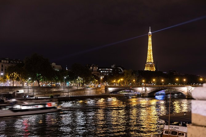 Eiffel Tower Dinner, Seine River Cruise and Moulin Rouge Show by Minivan, Paris, França