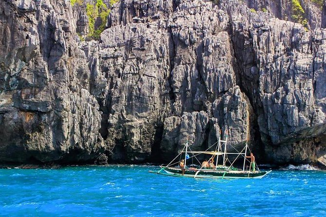 Tour A is one of the best and most popular island hopping tours in El Nido. This is a day-tour only. You will discover beautiful lagoons (small, big and secret lagoons), beaches and snorkeling spots where you can swim and admire the corals, the colorful fauna and its hundred of fishes species.