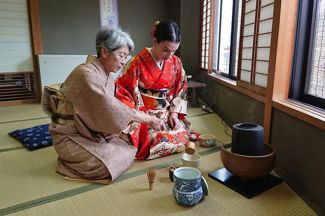 Tea ceremony Experience in kyoto with light lunch in front Daitokuji ZenTemple, Kioto, JAPAN
