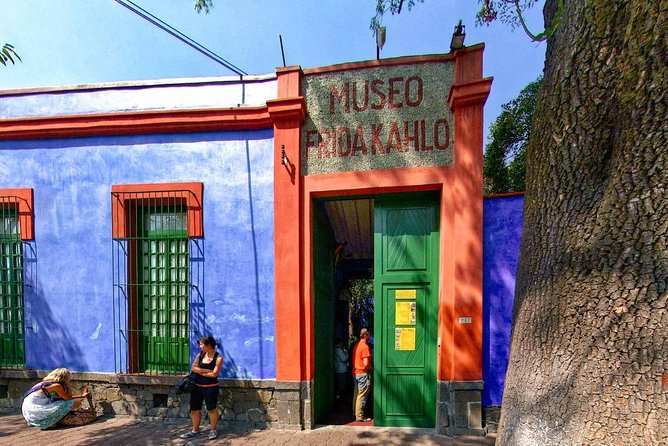 The House Museum allows its visitors to discover the deep relationship that exists between Frida Kahlo and Diego Rivera, their paintings and their home. The rooms show part of the work of Frida and Diego Rivera, who also lived there.<br><br>Among the highlights of the house are the beds (day bed and night bed) that Frida used to paint while she was immobilized due to the terrible accident she had. Many of his paintings were inspired by this and the suffering he experienced after several reconstructive surgeries.<br><br>Another attraction of the museum is the study of Frida, where you can also appreciate its library. <br><br>We send you tickets with a range of one hour, before or after the time you choose.<br><br>Availability is very limited.
