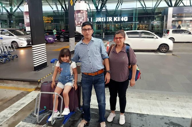 Pick-up from Cherating city hotels by an Air-conditioned vehicle with English speaking professional driver and drop-off at your Kuala Lumpur International airport (KLIA1 / KLIA2).<br><br>Pick-up at 11pm to 6am 50% surcharge apply.
