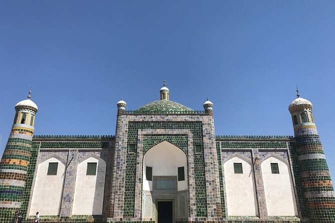 Kashgar is a renown town on the ancient Silk Road with its wonderful history and culture. This 2-day private tour will let you start from Urumqi to Kashgar by round-way flight to visit Kashgar old town, Grand Bazaar, and Karakul Lake etc.