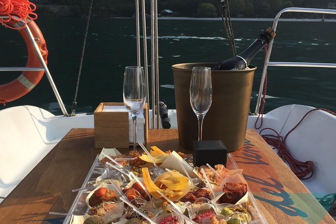 Love, Sail & Taste: Romantic sunset experience on Lake Como, Bergamo, Itália
