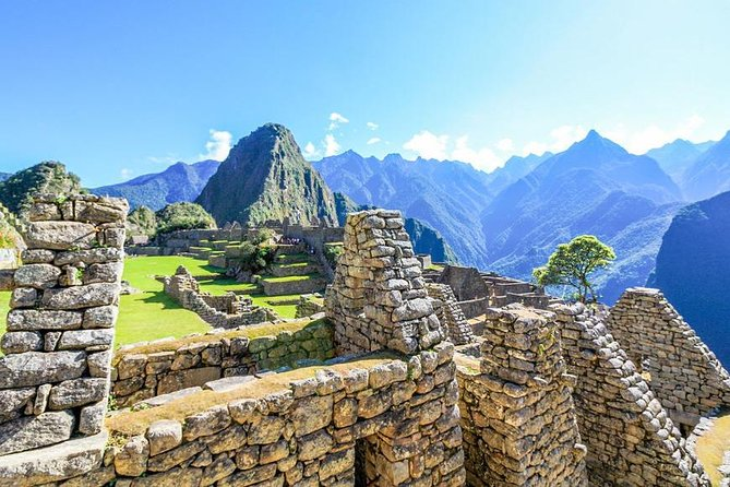 Full-Day Tour to Machu Picchu by Expedition or Voyager Train, Cusco, PERU